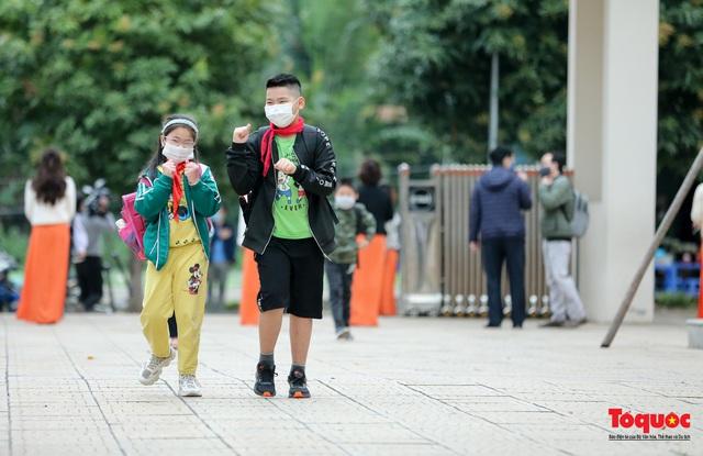 Ngày đầu trở lại trường của học sinh Tiểu Học Xuân Phương - Ảnh 10.