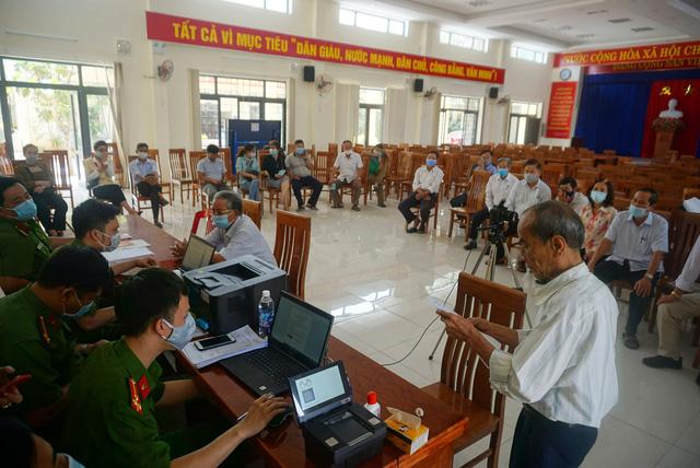 Công an Đà Nẵng tăng tốc cấp căn cước công dân có gắn thẻ chip cho người dân - Ảnh 1.