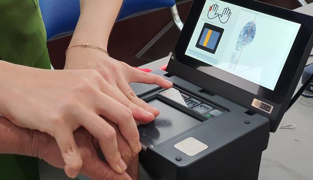 Công an Đà Nẵng tăng tốc cấp căn cước công dân có gắn thẻ chip cho người dân - Ảnh 8.