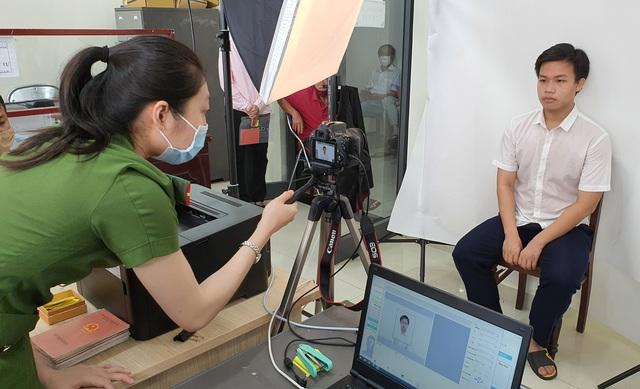 Công an Đà Nẵng tăng tốc cấp căn cước công dân có gắn thẻ chip cho người dân - Ảnh 7.