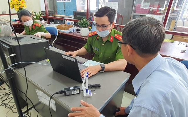 Công an Đà Nẵng tăng tốc cấp căn cước công dân có gắn thẻ chip cho người dân - Ảnh 11.