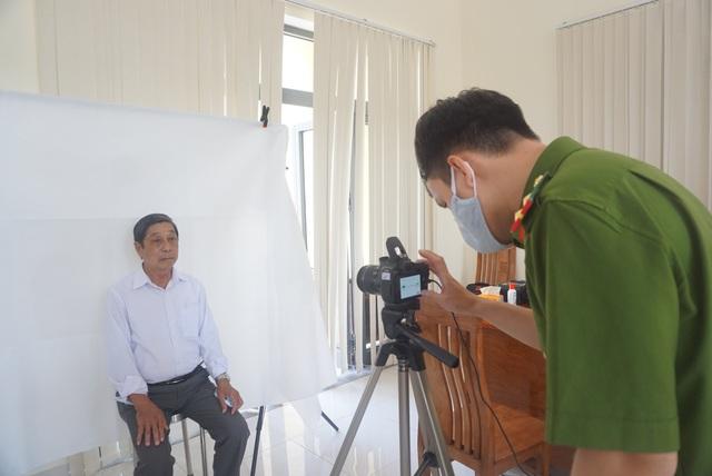 Công an Đà Nẵng tăng tốc cấp căn cước công dân có gắn thẻ chip cho người dân - Ảnh 3.