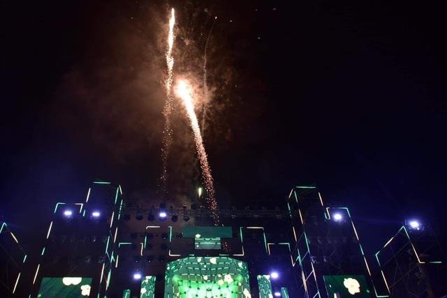 Làm rõ sự việc bắn pháo hoa nổ khi không được cấp phép tại sự kiện Huế - Countdown 2021 - Ảnh 1.