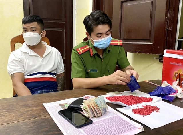 Quảng Bình: Liên tiếp bắt các đối tượng tàng trữ ma tuý số lượng lớn - Ảnh 3.