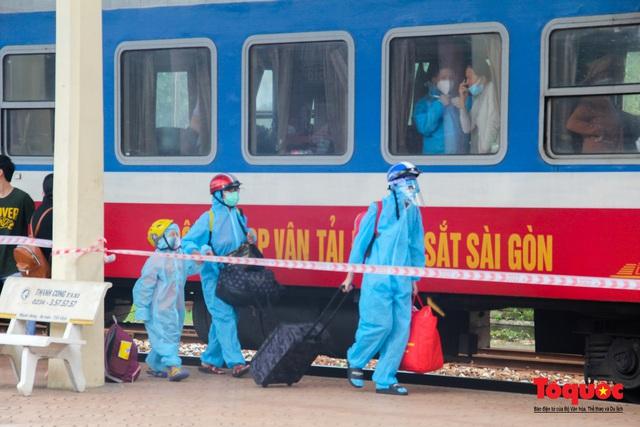 Thêm gần 600 công dân được Thừa Thiên Huế đón về quê bằng tàu hỏa - Ảnh 12.