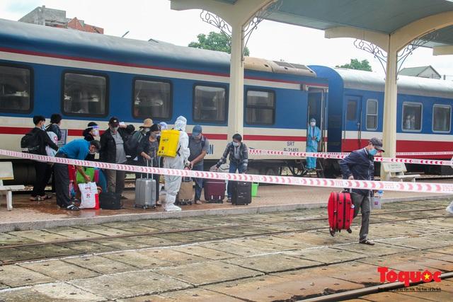 Thêm gần 600 công dân được Thừa Thiên Huế đón về quê bằng tàu hỏa - Ảnh 10.