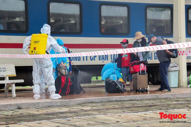 Thêm gần 600 công dân được Thừa Thiên Huế đón về quê bằng tàu hỏa - Ảnh 9.