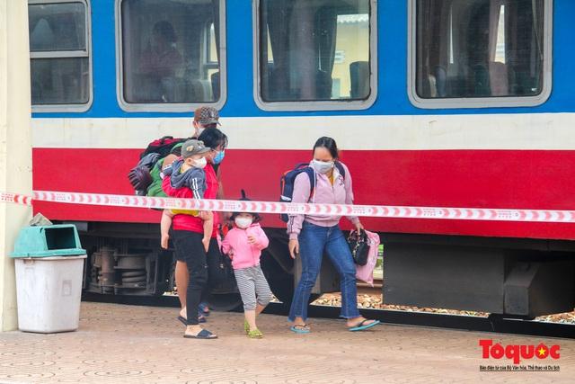Thêm gần 600 công dân được Thừa Thiên Huế đón về quê bằng tàu hỏa - Ảnh 7.
