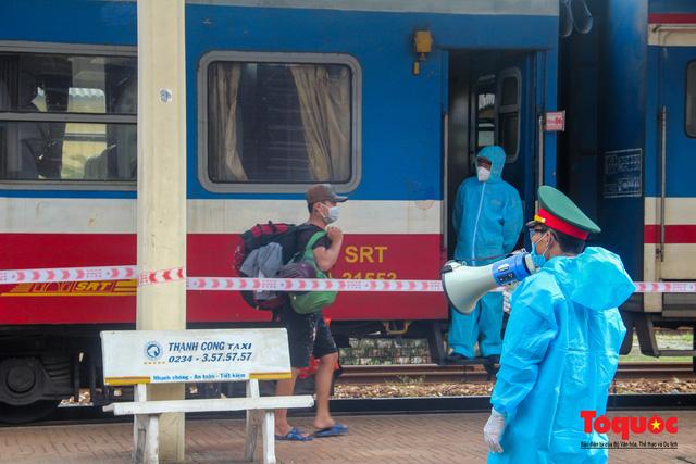 Thêm gần 600 công dân được Thừa Thiên Huế đón về quê bằng tàu hỏa - Ảnh 8.