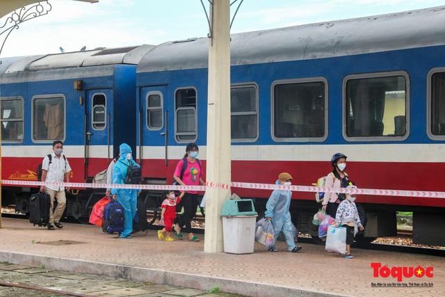 Thêm gần 600 công dân được Thừa Thiên Huế đón về quê bằng tàu hỏa - Ảnh 6.