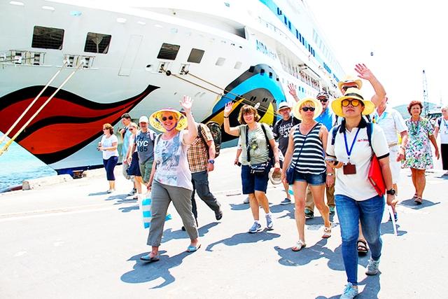 Chính phủ yêu cầu Bộ VHTTDL nghiên cứu, đề xuất thí điểm từng bước mở cửa thị trường du lịch quốc tế  - Ảnh 1.