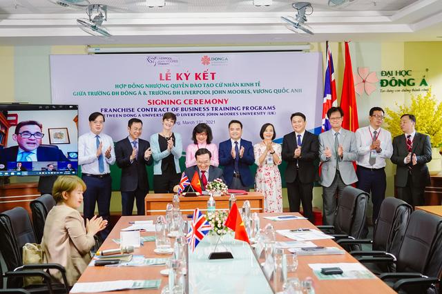 Lần đầu tiên Đại học Liverpool JM liên kết đào tạo cử nhân Kinh tế với trường đại học ở miền Trung Việt Nam - Ảnh 1.