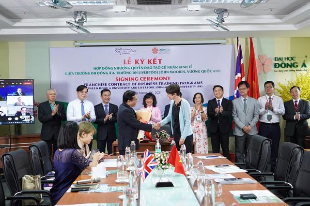 Lần đầu tiên Đại học Liverpool JM liên kết đào tạo cử nhân Kinh tế với trường đại học ở miền Trung Việt Nam - Ảnh 2.