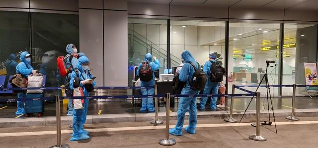 Hơn 350 hành khách từ Nhật Bản hạ cánh sân bay Vân Đồn an toàn - Ảnh 2.