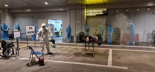 Hơn 350 hành khách từ Nhật Bản hạ cánh sân bay Vân Đồn an toàn - Ảnh 4.