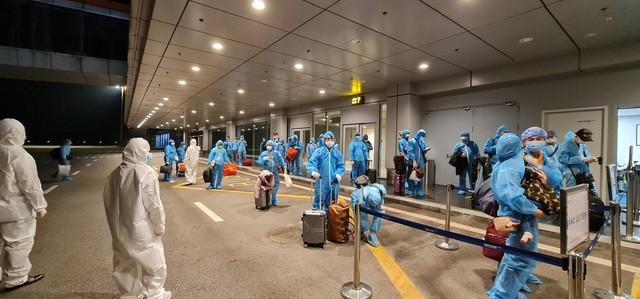 Hơn 350 hành khách từ Nhật Bản hạ cánh sân bay Vân Đồn an toàn - Ảnh 6.