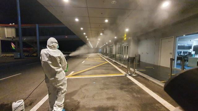 Hơn 350 hành khách từ Nhật Bản hạ cánh sân bay Vân Đồn an toàn - Ảnh 5.
