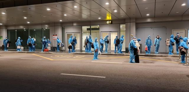 Hơn 350 hành khách từ Nhật Bản hạ cánh sân bay Vân Đồn an toàn - Ảnh 3.