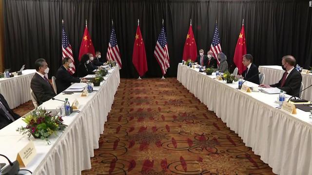 Hội đàm Mỹ - Trung: Căng thẳng nhưng cần thiết giảm leo thang - Ảnh 1.