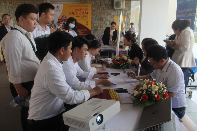 Trao bằng tốt nghiệp và tổ chức Ngày hội việc làm cho sinh viên ngành du lịch tại Thừa Thiên Huế - Ảnh 3.