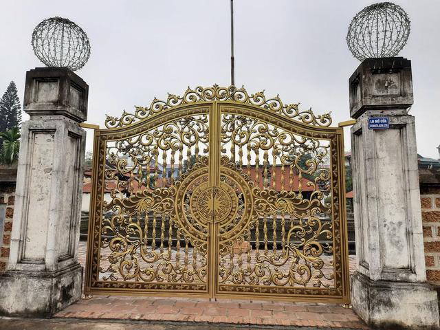 Cục Di sản Văn hóa lên tiếng về cổng mới tại Di tích quốc gia đặc biệt Đình Tây Đằng - Ảnh 1.