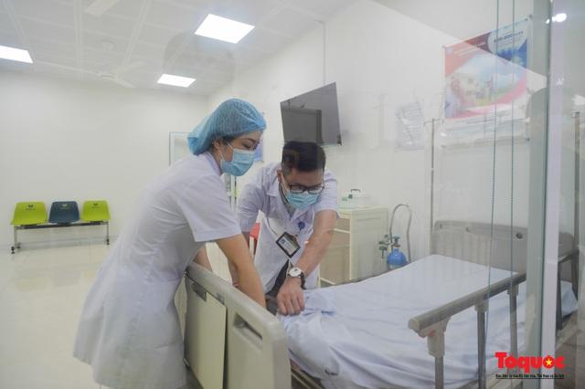 Chính thức tiêm những mũi vắc xin COVID-19 của AstraZeneca tại Việt Nam - Ảnh 7.
