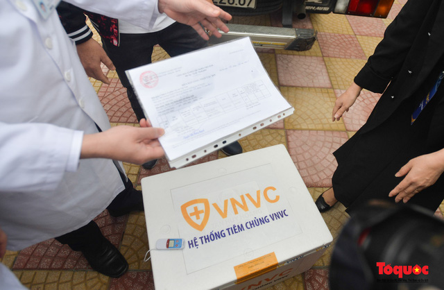 Chính thức tiêm những mũi vắc xin COVID-19 của AstraZeneca tại Việt Nam - Ảnh 5.