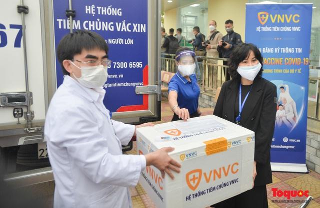 Chính thức tiêm những mũi vắc xin COVID-19 của AstraZeneca tại Việt Nam - Ảnh 6.