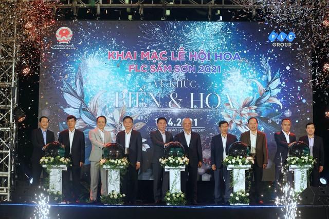 Đêm nghệ thuật khai mạc lễ hội hoa FLC Sầm Sơn thu hút hàng vạn du khách - Ảnh 1.