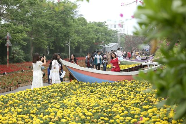 Hàng vạn du khách dự khai mạc lễ hội hoa tại Sầm Sơn - Ảnh 3.