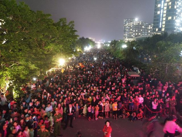 Hàng vạn du khách dự khai mạc lễ hội hoa tại Sầm Sơn - Ảnh 5.