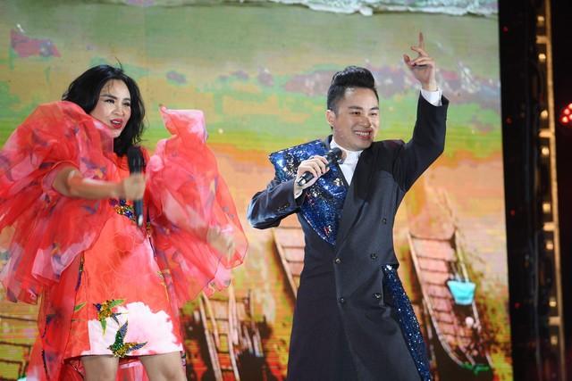 Đêm nghệ thuật khai mạc lễ hội hoa FLC Sầm Sơn thu hút hàng vạn du khách - Ảnh 6.