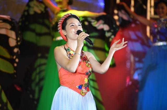 Đêm nghệ thuật khai mạc lễ hội hoa FLC Sầm Sơn thu hút hàng vạn du khách - Ảnh 7.