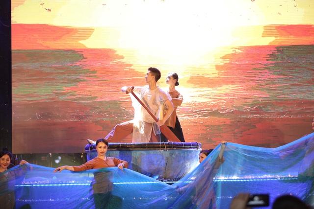 Hàng vạn du khách dự khai mạc lễ hội hoa tại Sầm Sơn - Ảnh 8.