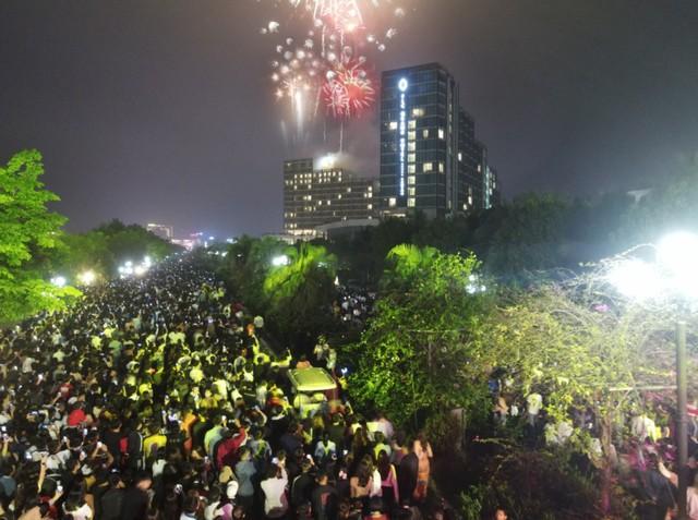 Đêm nghệ thuật khai mạc lễ hội hoa FLC Sầm Sơn thu hút hàng vạn du khách - Ảnh 9.