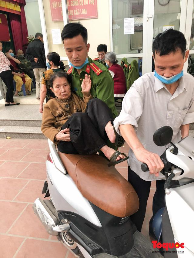Hình ảnh đẹp của lực lượng Công an Hà Nội nỗ lực ngày đêm cấp căn cước công dân gắn chip điện tử - Ảnh 10.