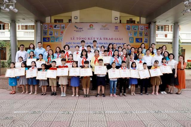 """Lễ Tổng kết và trao giải thưởng cuộc thi Sưu tập và tìm hiểu tem Bưu chính năm 2021 với chủ đề """"Tuổi trẻ Việt Nam qua con tem bưu chính"""" - Ảnh 1."""