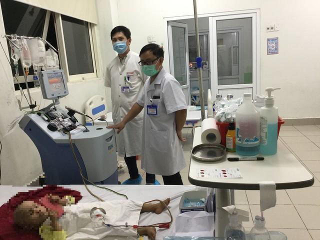Bệnh nhi bị u nguyên bào võng mạc được điều trị thành công nhờ kỹ thuật ghép tế bào gốc tự thân - Ảnh 1.