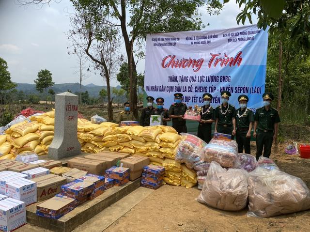 Thăm hỏi, tặng quà cho lực lượng bảo vệ biên giới và nhân dân nước bạn Lào nhân dịp Tết Bunpimay - Ảnh 2.