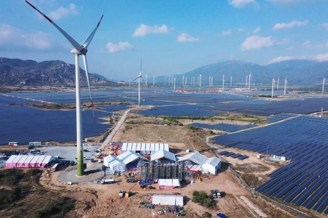 Nhà máy điện gió lớn nhất Việt Nam đi vào hoạt động - Ảnh 1.