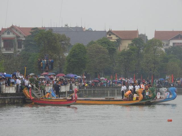 Phú Thọ: Sôi nổi cuộc đua bơi chải trên hồ Công viên văn lang dịp Giỗ Tổ Hùng Vương 2021 - Ảnh 2.