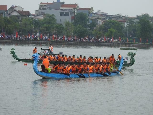 Phú Thọ: Sôi nổi cuộc đua bơi chải trên hồ Công viên văn lang dịp Giỗ Tổ Hùng Vương 2021 - Ảnh 3.