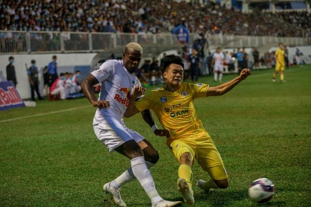 """Sau trận """"siêu kinh điển"""", HAGL tươi cười thỏa mãn, Hà Nội FC nhìn về nơi xa xăm - Ảnh 6."""