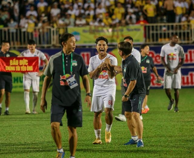 """Sau trận """"siêu kinh điển"""", HAGL tươi cười thỏa mãn, Hà Nội FC nhìn về nơi xa xăm - Ảnh 7."""