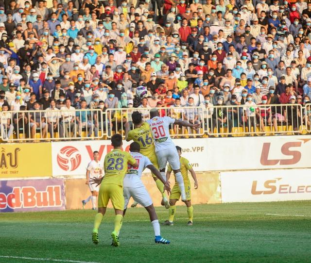 """Sau trận """"siêu kinh điển"""", HAGL tươi cười thỏa mãn, Hà Nội FC nhìn về nơi xa xăm - Ảnh 3."""
