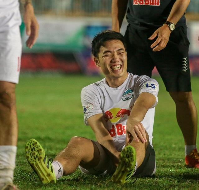 """Sau trận """"siêu kinh điển"""", HAGL tươi cười thỏa mãn, Hà Nội FC nhìn về nơi xa xăm - Ảnh 11."""