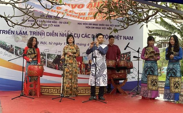 Trưng bày 30 loại nhạc cụ truyền thống tiêu biểu của các dân tộc Việt Nam - Ảnh 2.