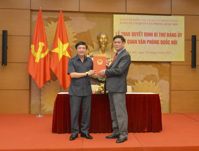 Trao Quyết định chỉ định Bí thư Đảng ủy cơ quan Văn phòng Quốc hội - Ảnh 1.