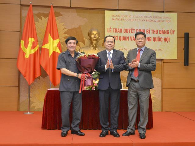 Trao Quyết định chỉ định Bí thư Đảng ủy cơ quan Văn phòng Quốc hội - Ảnh 2.
