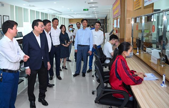 """Gần 1.000 dự án chậm tiến độ: Chủ tịch Hà Nội yêu cầu cơ quan """"nhạc trưởng"""" phải đôn đốc, gắn trách nhiệm và có chế tài cụ thể - Ảnh 1."""